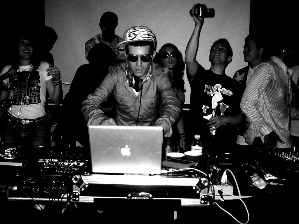 New from A-Trak: Fool's Gold Radio May 2012 Mix (Episode 10)